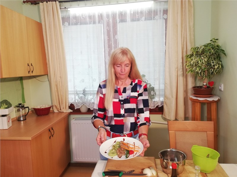 medailonky z pravčovej panenky a brokolicovým pestom