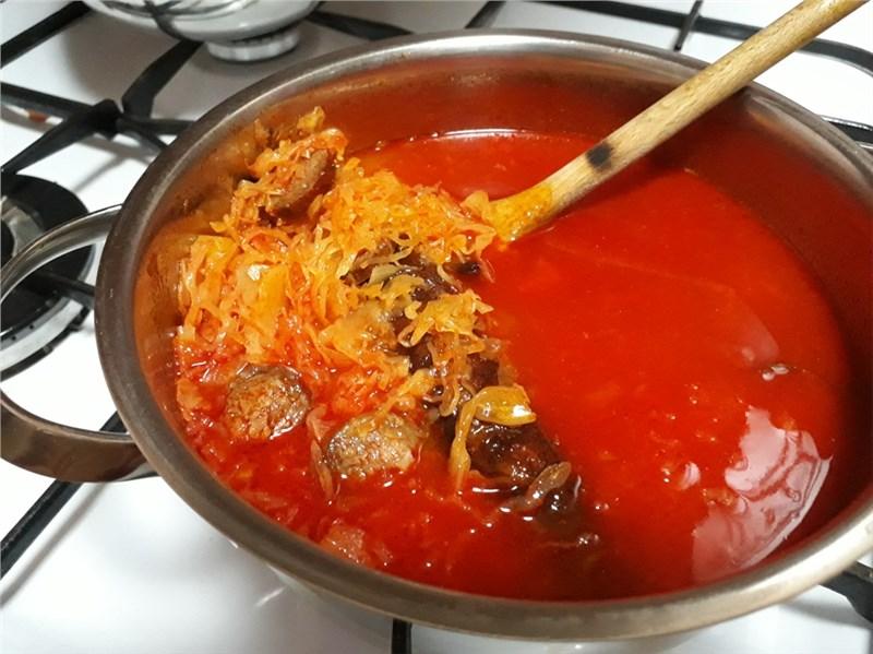 kyslá kapustnicová polievka