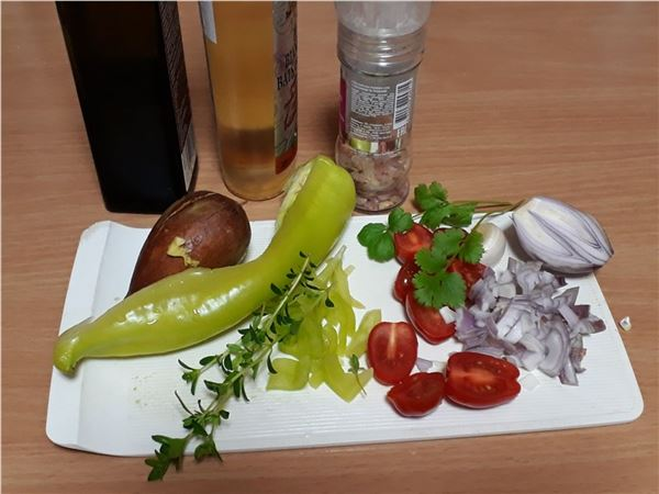 Avokádový šalát s paprikou