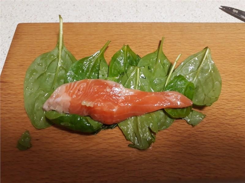 losos v špenátových listoch