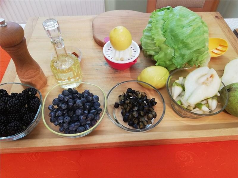 salat s hruskami a cucoriedkami