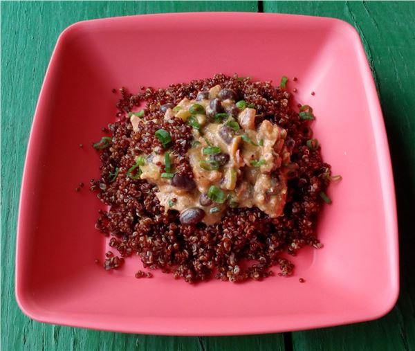 Červená quinou s fazuľou