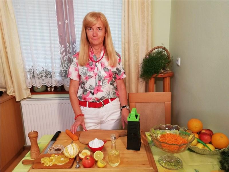 mrkvový šalát s jablkom a pomarančom