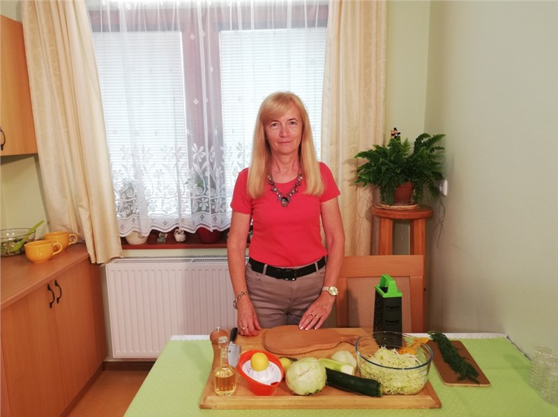 cuketovo kalerábový šalát