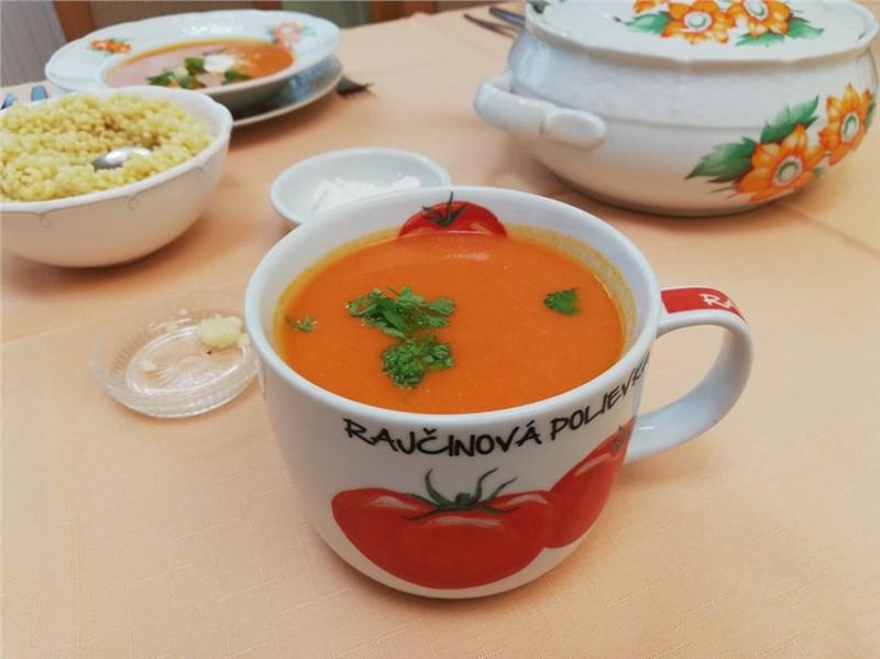 polievka z paradajok