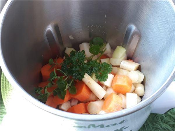 Špargľová polievka so zelninou