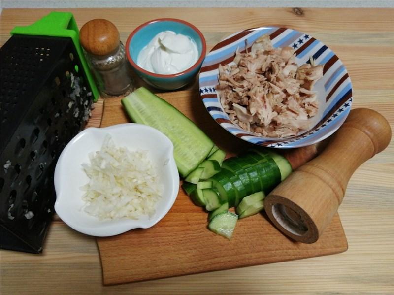 šalát s uhorkou a feniklom recept