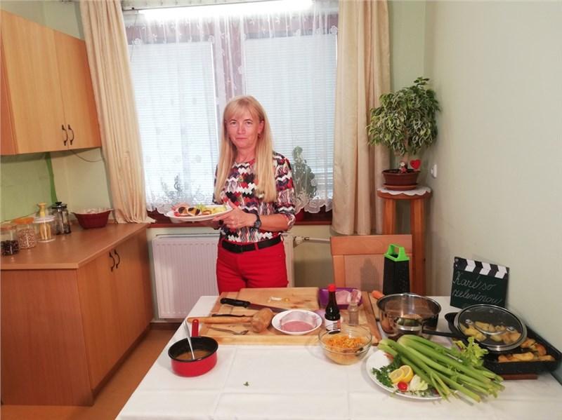 plnené bravčové  karé so zeleninou slivkami a marhuľami