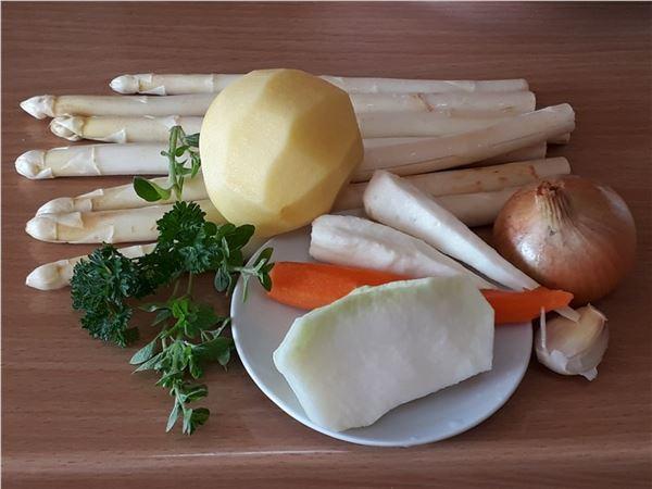 Špargľová polievka so zeleninou